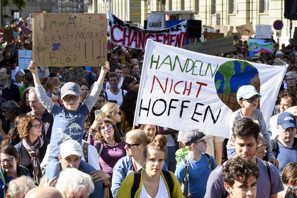 Von der Strasse ins Gesetz - die Politik ums Klima unterscheidet sich von anderen Politik-Bereichen.