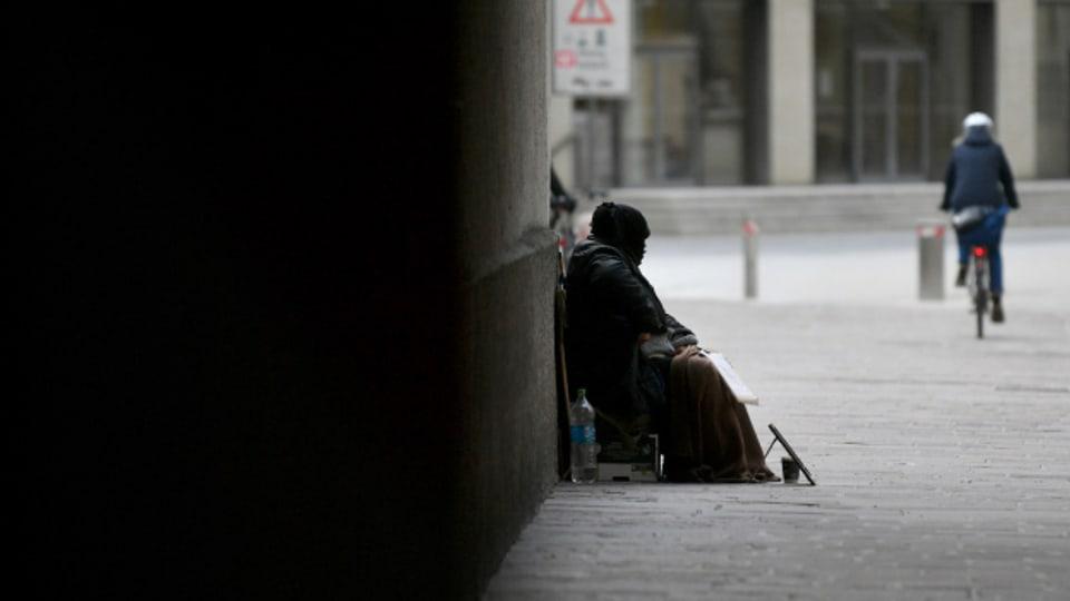 Bettlerinnen und Bettler bringen immer häufiger Jugendliche mit