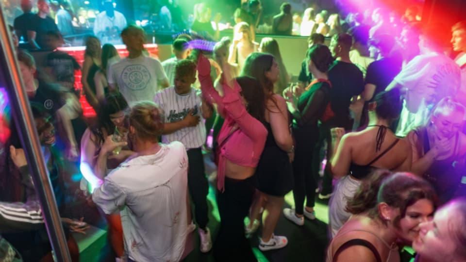Viele Ansteckungen in Clubs erfordert wieder vermehrt Contact-Tracing.