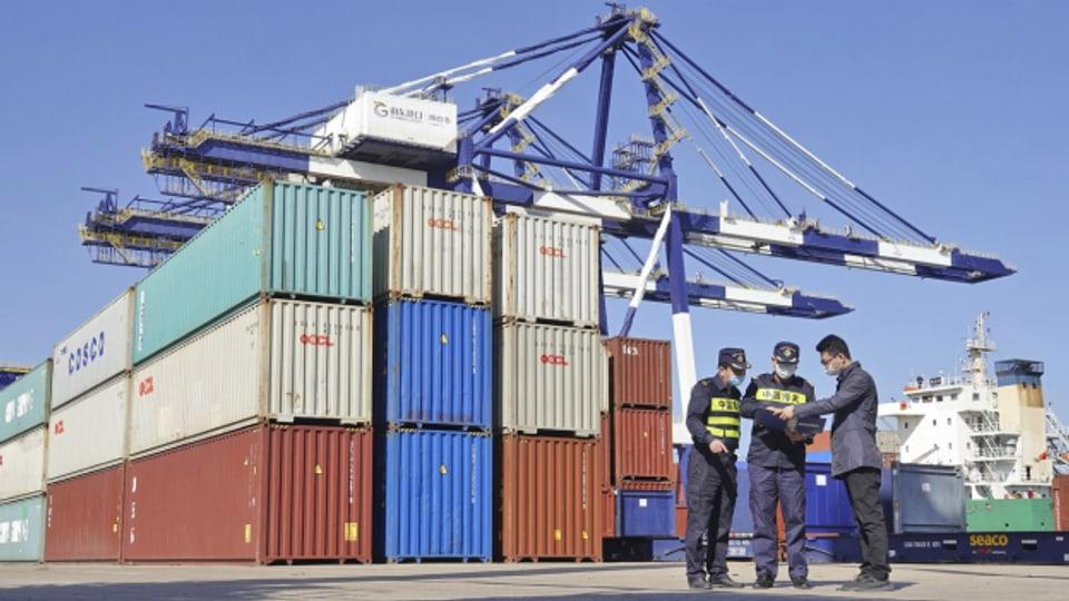 Viele Container aus China konnten wegen Corona erst später verschifft werden.