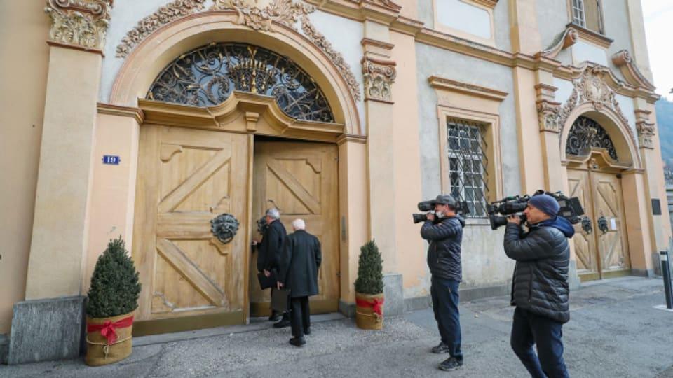 Noch  ist kein neuer Bischof von Chur gewählt.