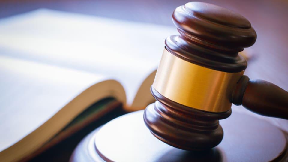Der ehemalige Logistik-Chef der Schwyzer Kantonspolizei muss sich vor Bundesstrafgericht verantworten