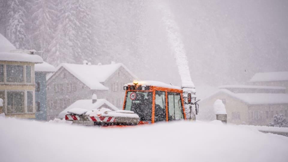 Uri versinkt im Schnee.
