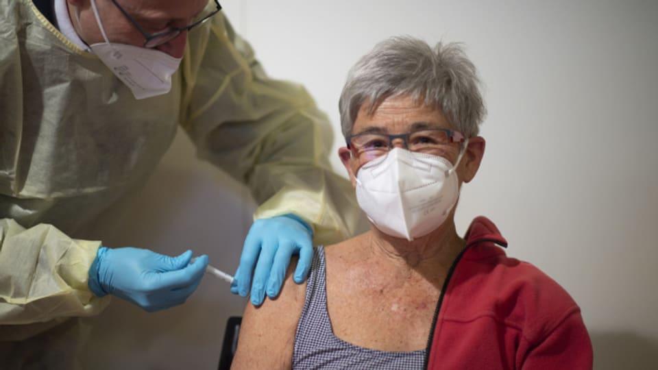 Neue Ideen sind gefragt, um die Covid-Impfungen zu den Leuten zu bringen.