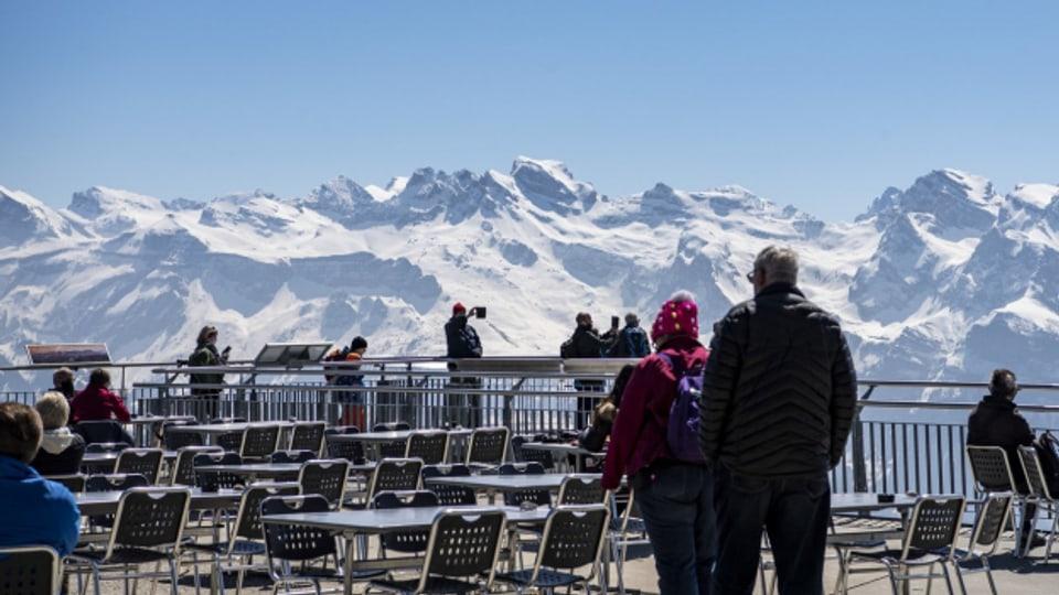 Skigebiete suchen noch Personal