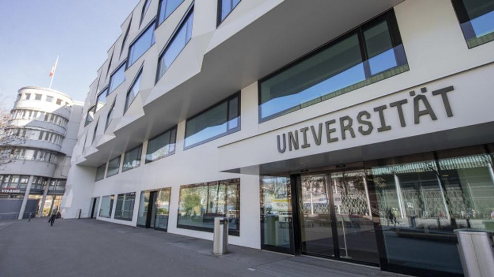 Zutritt zu den Vorlesungen an der Uni und der Hochschule Luzern erhalten nur noch Studierende mit einem Covid-Zertifikat.