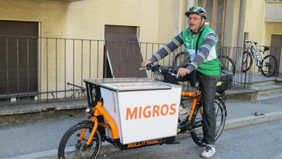Donatino Tornillo bei seinem Einsatz für den Velo-Kurier «saetta verde» in Lugano.