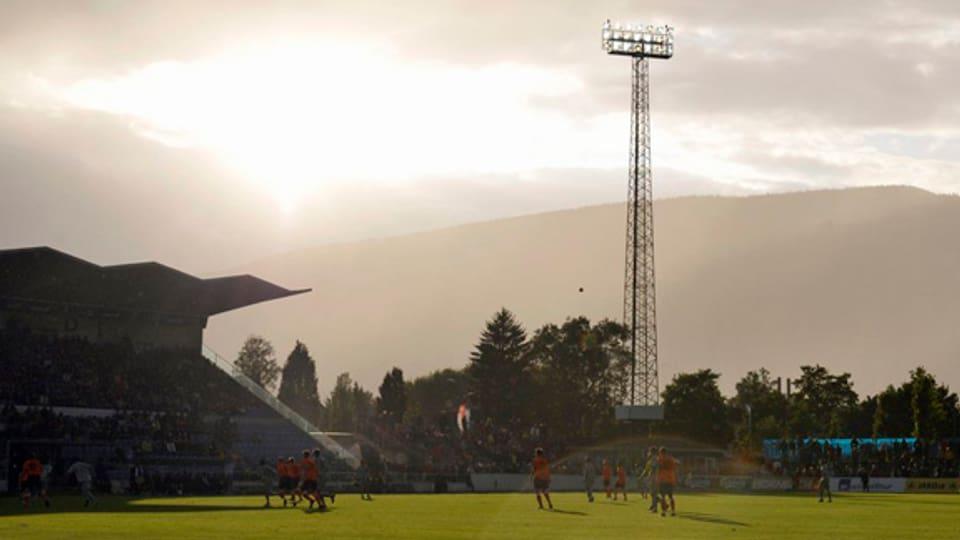 Wolken über dem Grenchner Klubfussball - im Bild das Stadion Brühl.