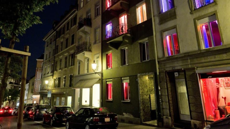 Prostituierte bieten sich an (Aufnahme aus Zürich).