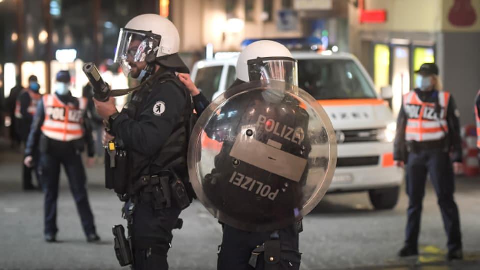Nach Krawallen am Karfreitag hat die St. Galler Polizei am Osterwochenende zahlreiche Personen gar nicht erst in die Stadt gelassen.
