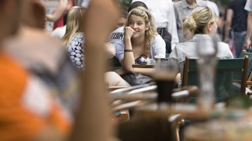In der Steinenvorstadt darf nur konsumieren wer sitzt.