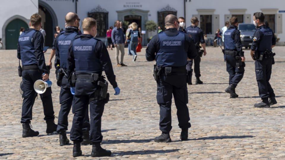 In Basel Stadt braucht es schon seit 25 Jahren keinen Schweizer Pass mehr für den Polizeidienst.