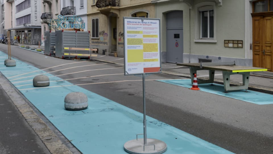 Tischtennis und Experimentierwerkstatt: Eine autofreie Strasse in Zürich.
