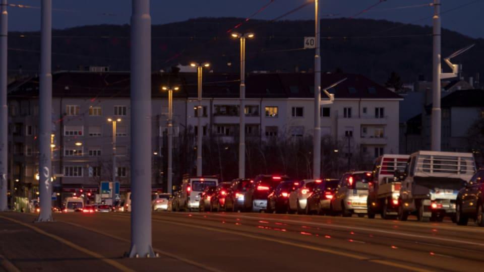 Dank Mobility Pricing könnte der allabendliche Stau auf der Basler Dreirosenbrücke verkleinert werden.
