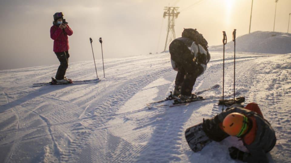 Wintersportler stürmen die Skigebiete