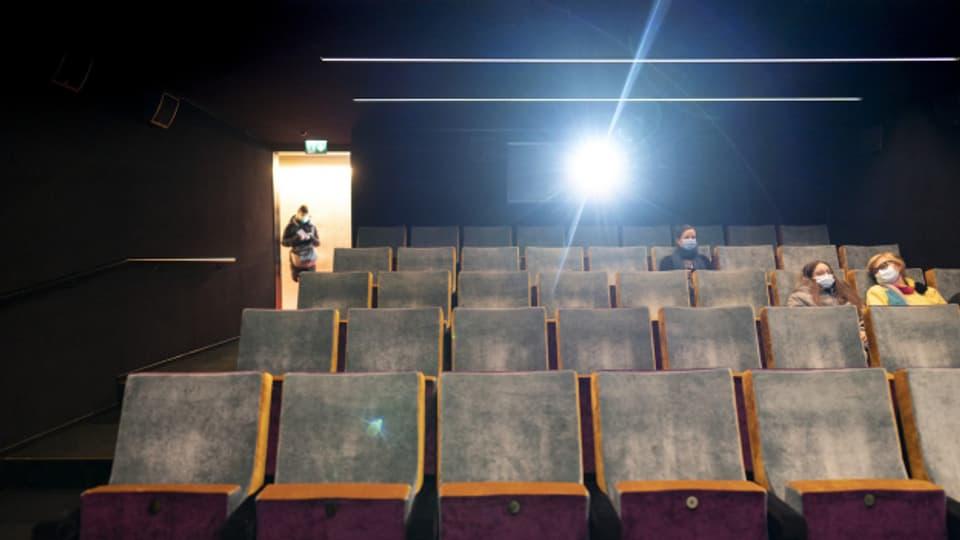 Zwei Wochen nach der Wiedereröffnung zeigen die Besucherzahlen in den Zürcher Kinos nach oben.