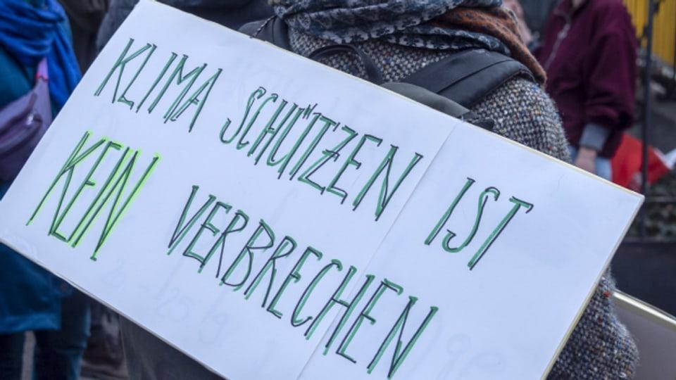 9 Klimaaktivisten stehen heute vor dem Bezirkgericht in Zürich