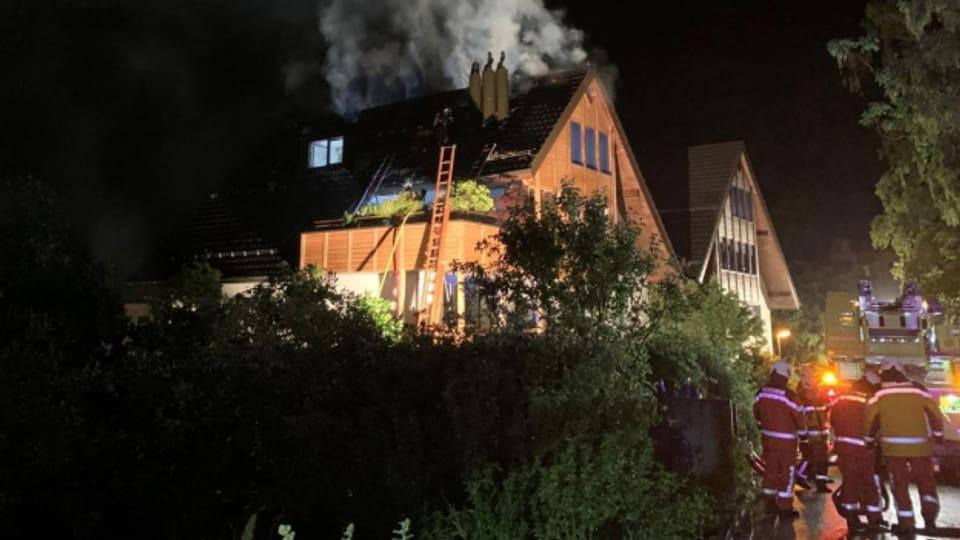 Der Dachstock des Hauses ist nach dem Brand nicht mehr bewohnbar.