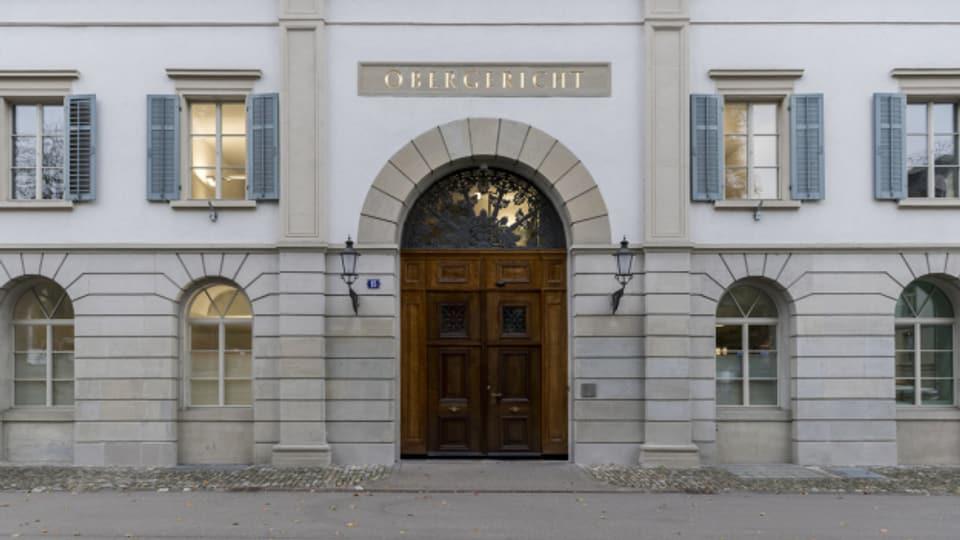 Das Zürcher Obergericht spricht einen Polizisten frei, der 11 Schüsse auf einen psychisch kranken Mann abgegeben hat.