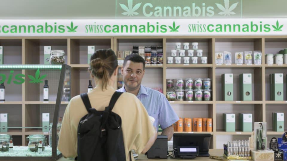 Allein in der Stadt Zürich konsumieren gemäss Schätzungen bis zu 150'000 Personen Cannabis.