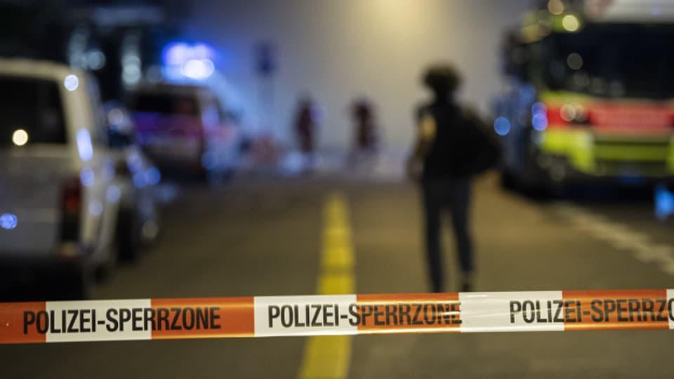 Giftige Gase nach einem Brand sorgten in Zürich für einen Grosseinsatz der Rettungskräfte.