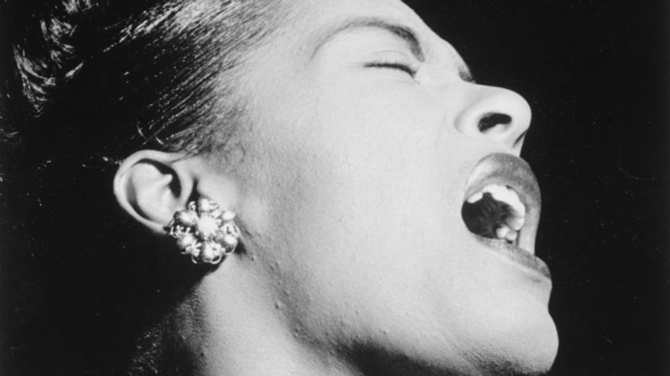 La chantadura Billie Holiday – sco tut ils protagonists da l'emissiun dad oz è era ella morta baud.
