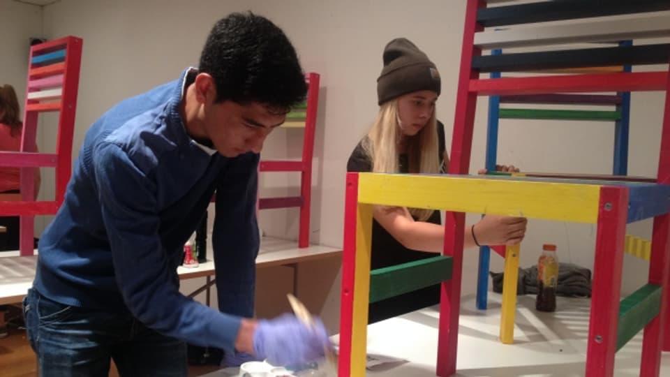 Neimatulla e Lara en il lavuratori dal Kirchner Museum a Tavau.