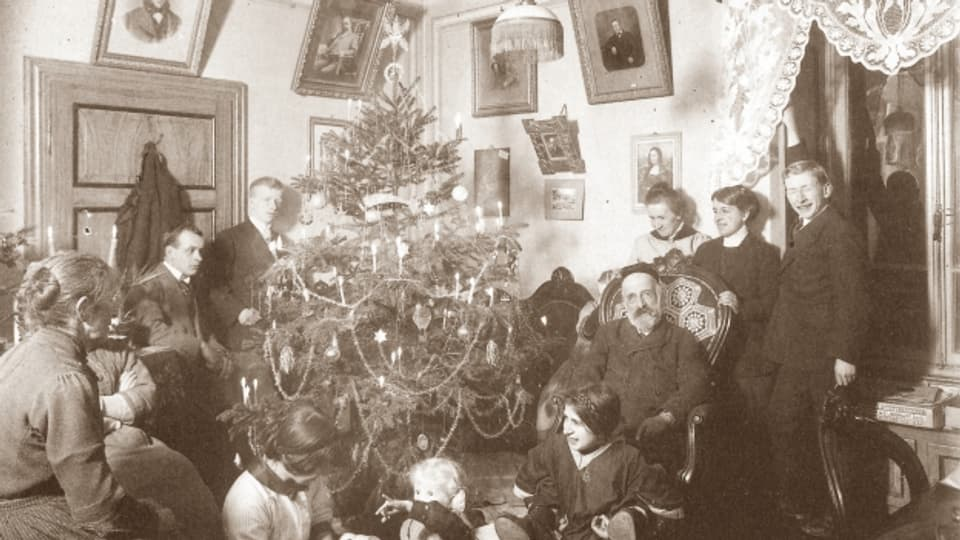 Nadal 1913 tar ina famiglia a Comprovasco en la Val dal Blegn.