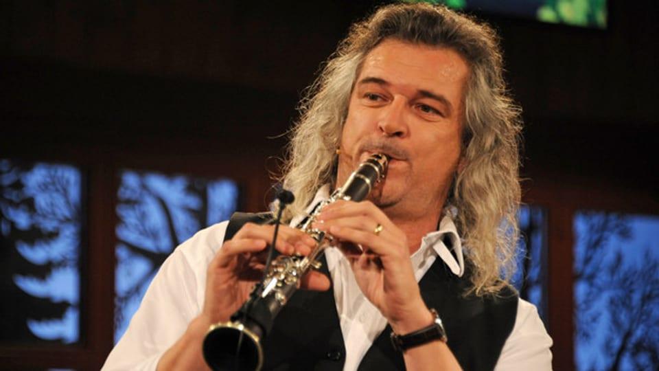 Dani Häusler ist Mitglied mehrerer Volksmusik-Formationen.