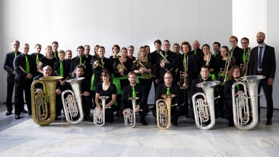 La Brass band Sursilvana cun il dirigent Roman Caprez