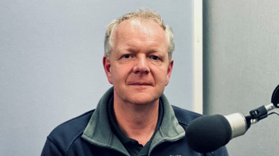 Daniel Solenthaler, survegliant en la praschun a Cazas