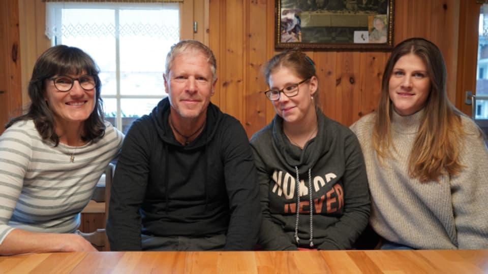 La mumma Simone, il bab Thomas, la Brida e sia sora Maria.