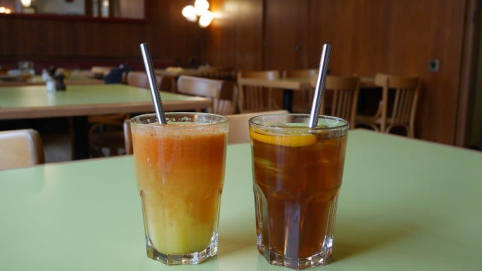 A Losanna ha il Café des Avenues remplazzà ils bavriels da plastic cun in'alternativa en atschal inoxidabel.