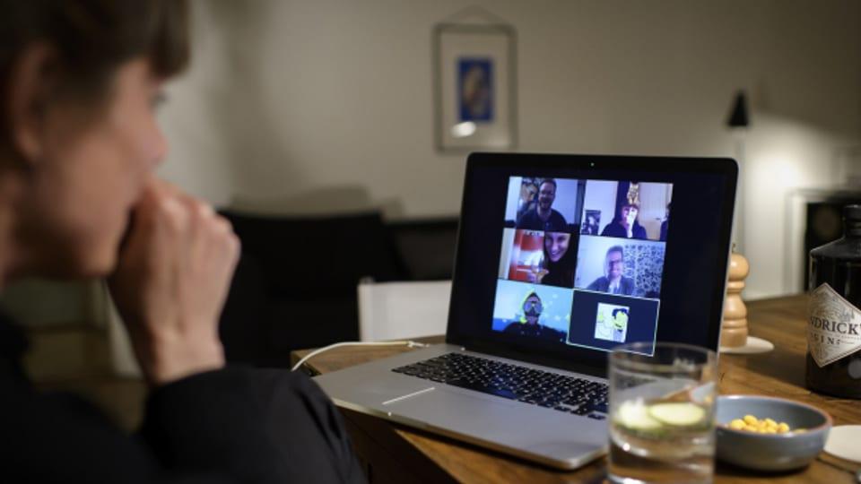 Fantasia è er dumandada durant in meeting virtual, puncto culissa.