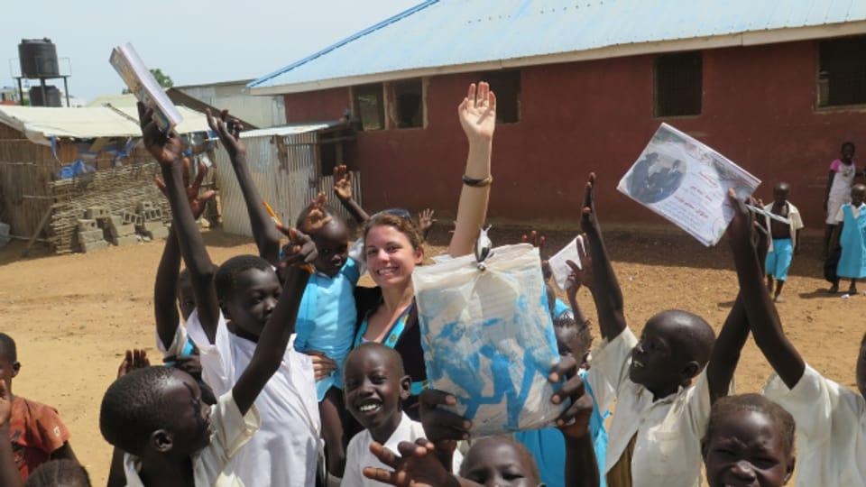 Sustegn en il Sudan dal Sid – l'ovra d'agid Missiun 21 gida ad orfens ed uffants traumatisads da la guerra cun scolaziun en in rom protegì.