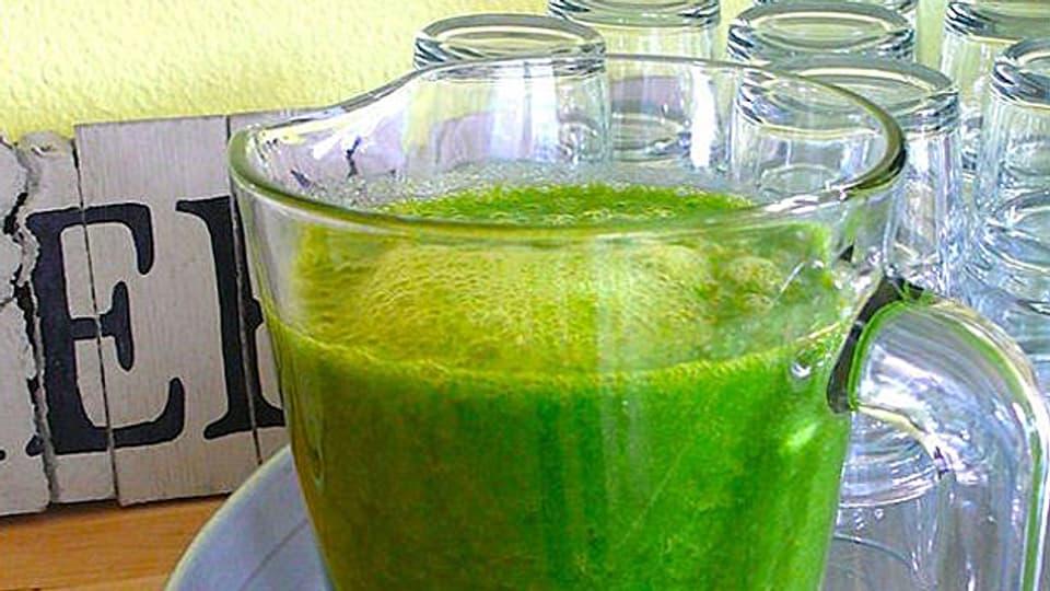 «Green Smoothie»: Frucht, Kräuter und Blattgemüse zum Trinken.