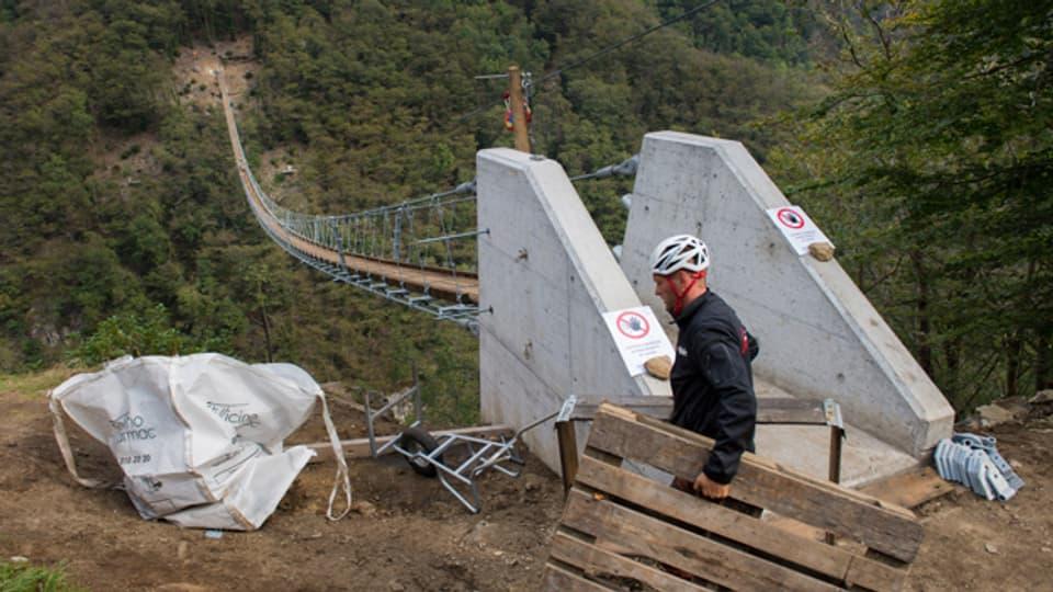 Bis 2015 soll die Brücke fertig sein und den Berg Sementina mit dem Abhang des Monte Carasso verbinden.