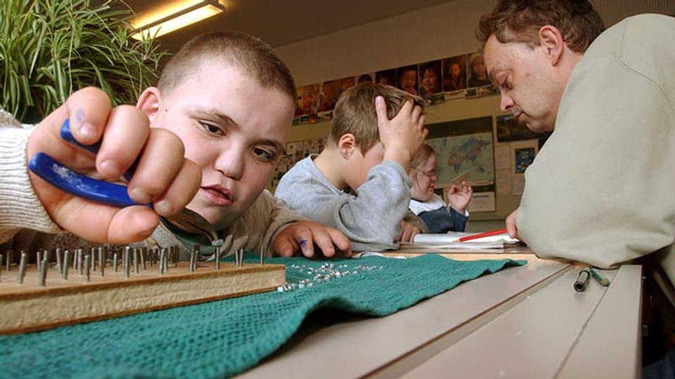 Schadet die Integration in die normale Schulklasse einigen behinderten Kindern mehr als sie nützt?