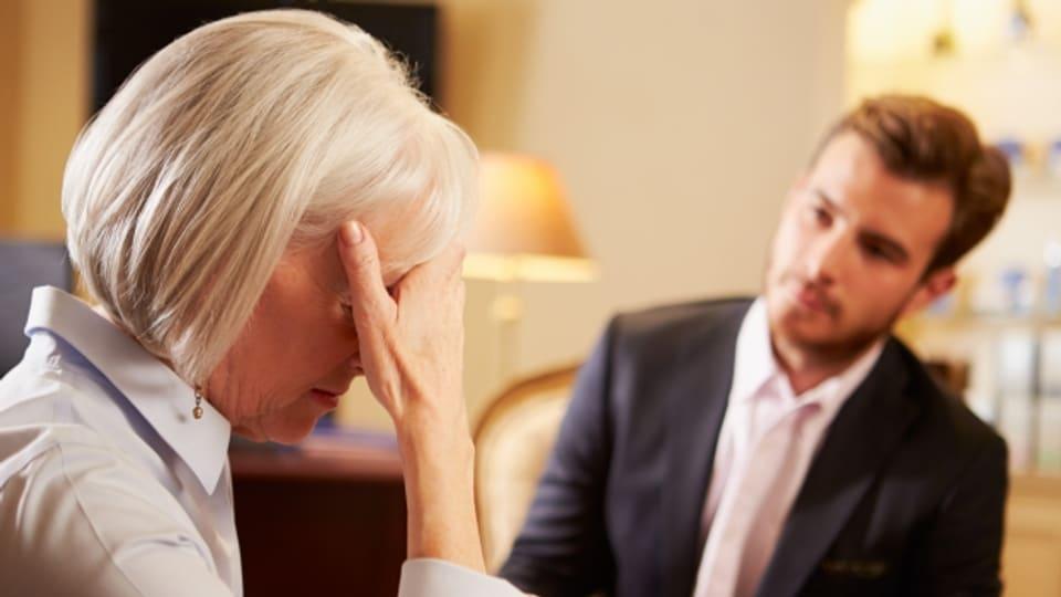 Symbolbild.Bei psychischen Problemen am Arbeistplatz hilft häufig ein klärendes Gespräch.ilf