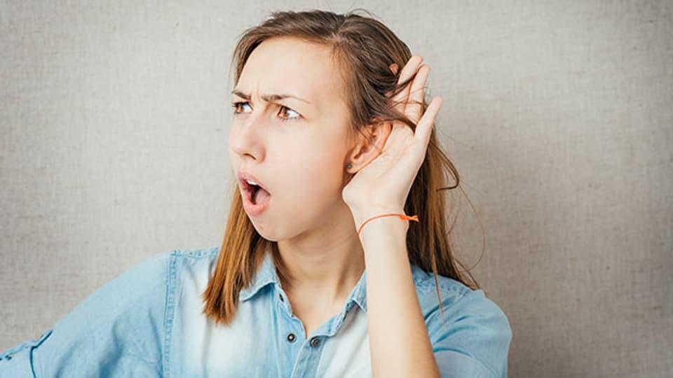Wer schlecht hört, tut gut daran seine Hörfähigkeit von einer Fachperson überprüfen zu lassen.