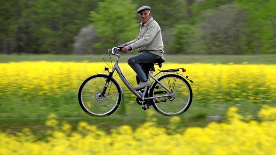 E-Biken will gelernt sein! Vor allem ältere Menschen verunfallen häufig mit dem E-Bike, weil sie das Tempo unterschätzen.