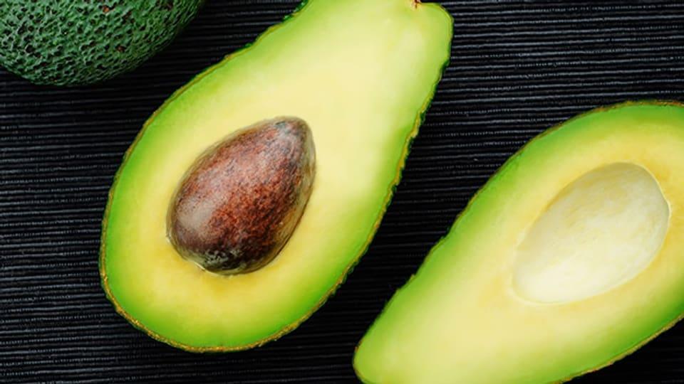 Delikat: Avocados überleben den oft weiten Transport nur gut gepolstert und gekühlt.
