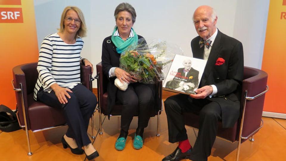 Silvia Iklé (Mitte) und Anton Mosimann waren bei Sonja Hasler zu Gast.