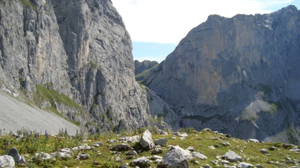 Für den Prättigauer Höhenweg benötigt man 14 Stunden Wanderzeit.