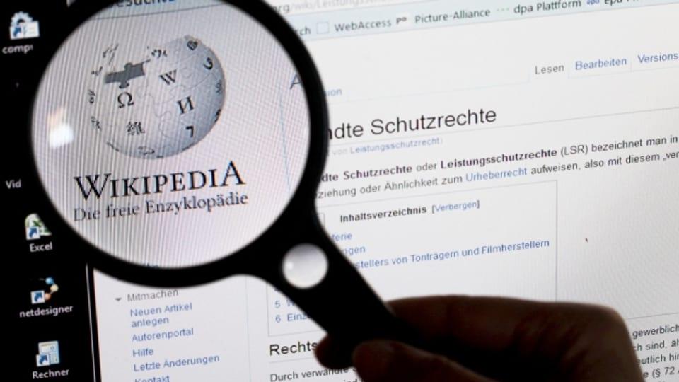 Genau hinschauen lohnt sich bei Wikipedia, denn nicht immer ist die Quelle zuverlässig.