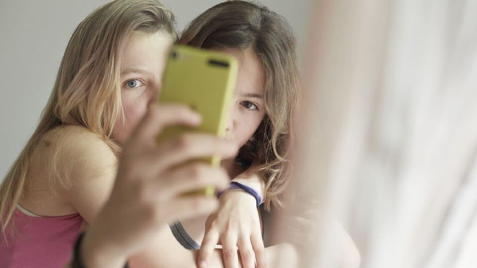Jugendliche sind geübt im Umgang mit dem Smartphone, trotzdem gibt es Stolpersteine.