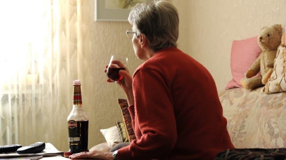 Eine Abhängigkeit im Alter bleibt oft unbemerkt oder unterbehandelt.