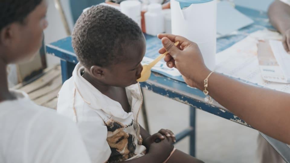 Dank der neuen App von «Terre des hommes» erhalten Kinder in Burkina Faso besser abgestimmte Medizin