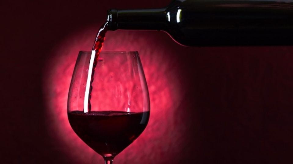Grosse Weingläser sollte man nicht mehr als  bis zu einem Viertel füllen.