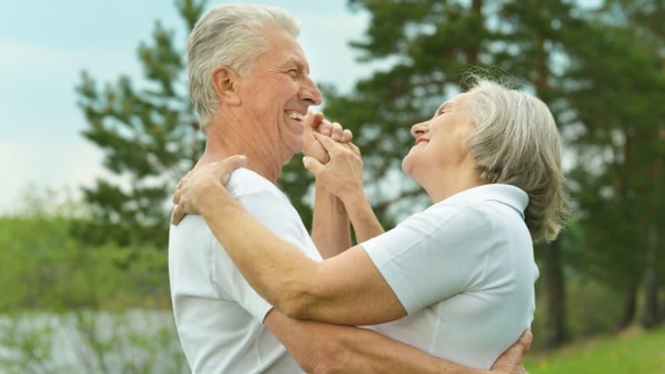 Älteres Paar am Tanzen